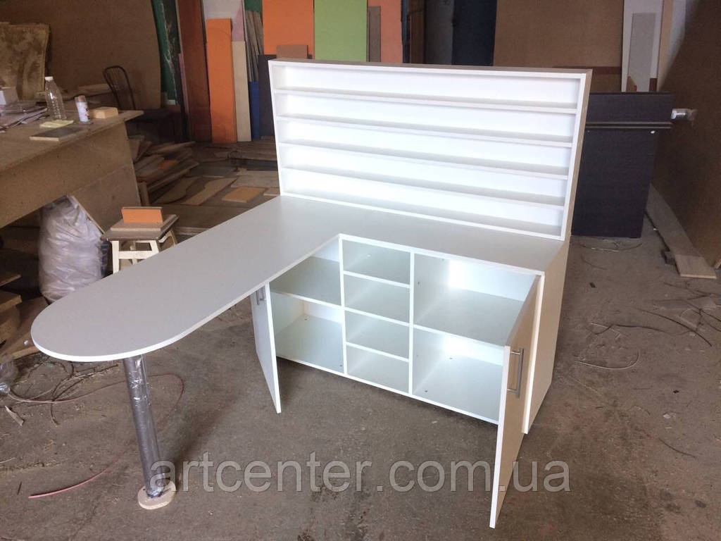 Стол для маникюра профессиональный со стеллажом, закрытыми и открытыми полочками,