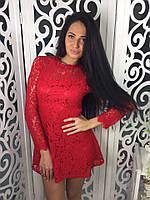 Женское короткое гипюровое платье красное