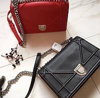 Стильная женская сумка реплика DIOR материал лак, длинный ремешок цепочка
