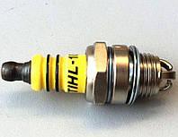 Свеча зажигания к двухтактным бензиновым двигателям бензокос и бензопил St (3 контакта)