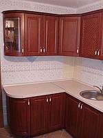 Кухня с фасадами из МДФ, покрытого пленкой, изготавливается под заказ.