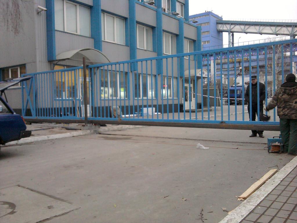 """Изготовление и установка откатных ворот и шлагбаума """"Бетон Ковальской"""""""