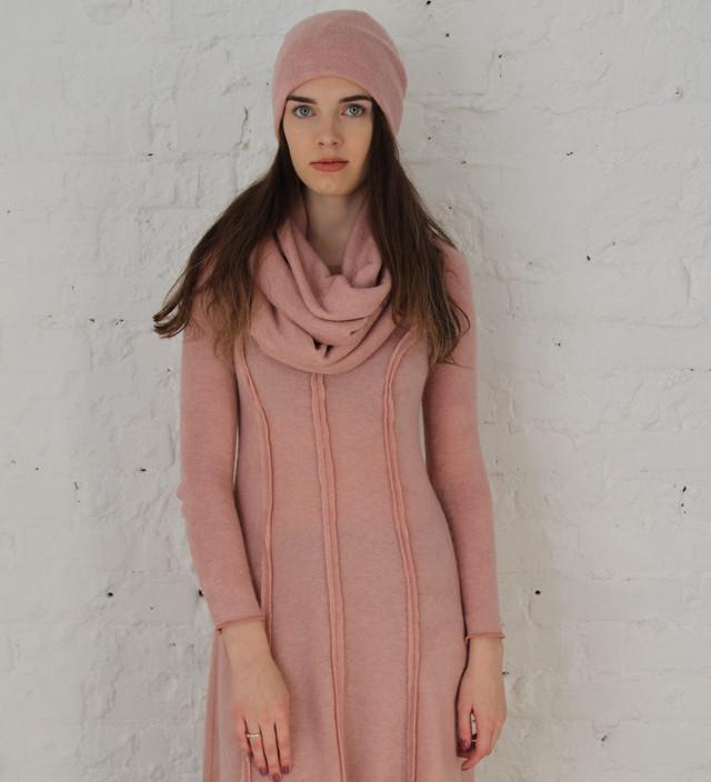 Платье из ангоры с шапкой и снудом