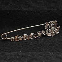 [20/80 мм] Брошь-булавка темный металл  с цветком, декорированная мелкими и крупными стразами