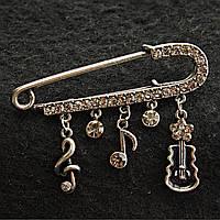 [15 мм] Брошь-булавка темный металл  в стразах с подвесками скрипичного ключа, ноты и маленькой гитары с цветочком