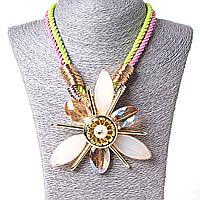 [100х100 мм.] Ожерелье на канатах с цветком, металл Gold и чешское стекло, жемужина по центру