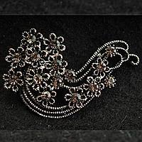 [35/55 мм] Брошь металл под капельное серебро с большим колличеством цветов с камнями кристалл сатин по центру