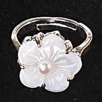 Кольцо без р-р  цветок белая бусина Перламутр резной