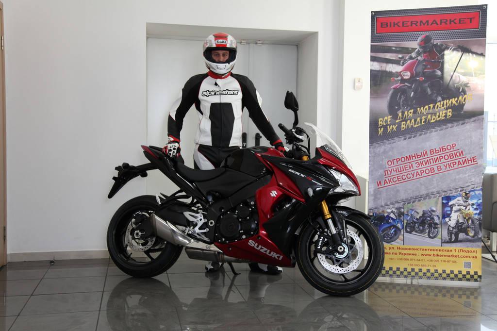 Комплект мотоэкипировки для спортбайка Alpinestars и шлем Shoei Gt-Air 2