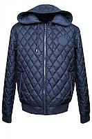 Куртка декорирована стильными кожаными нашивками