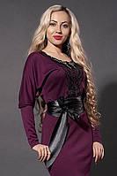 Бордовое однотонное трикотажное платье с ажурным узором
