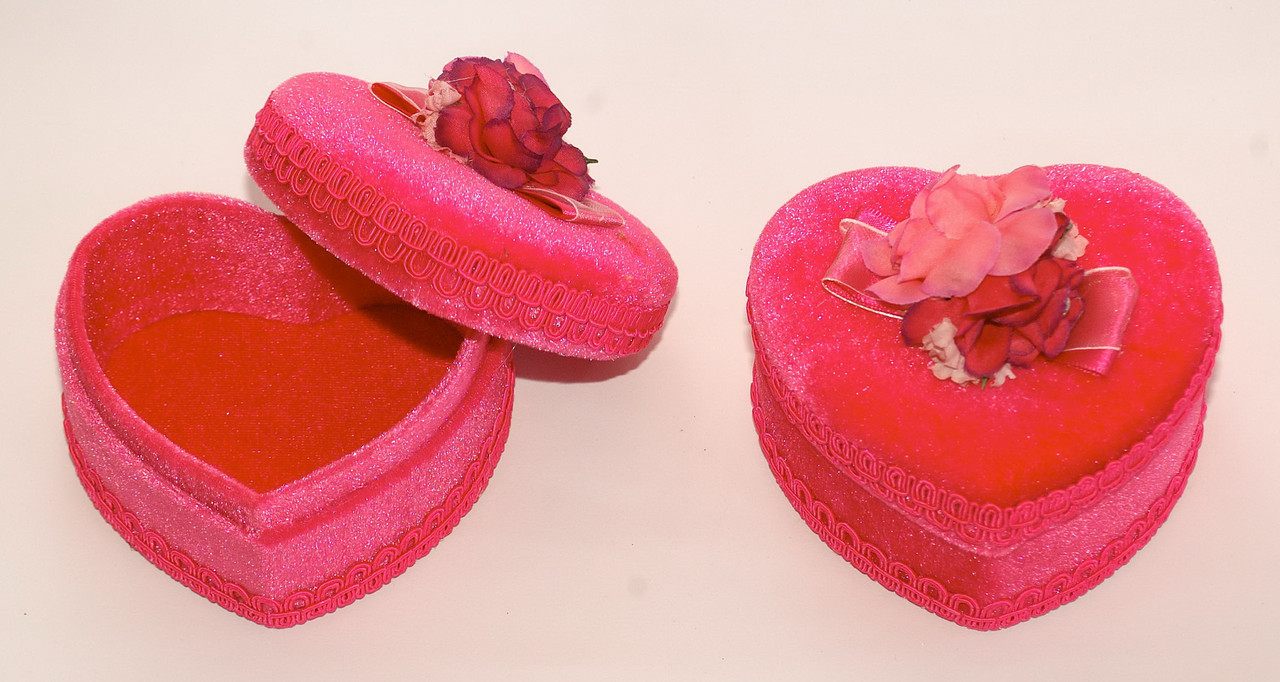 Шкатулка в форме сердечка с розочкой