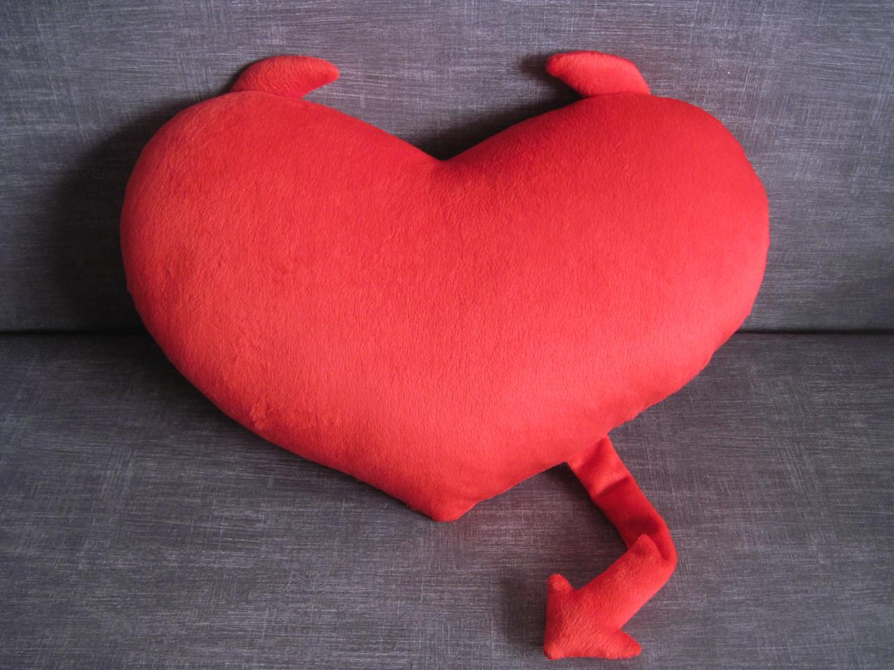 Декоративная подушка сердце с рожками ручная работа