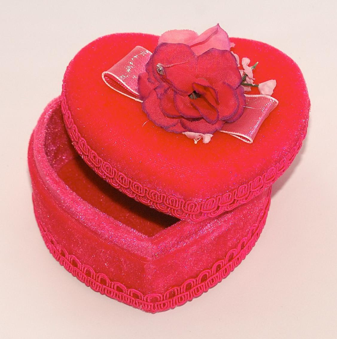 Скринька у формі сердечка з трояндочкою