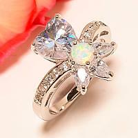 Кольцо с белым австралийским опалом (лаб) и топазами (огранка сердце,триллион) Размер 17.35