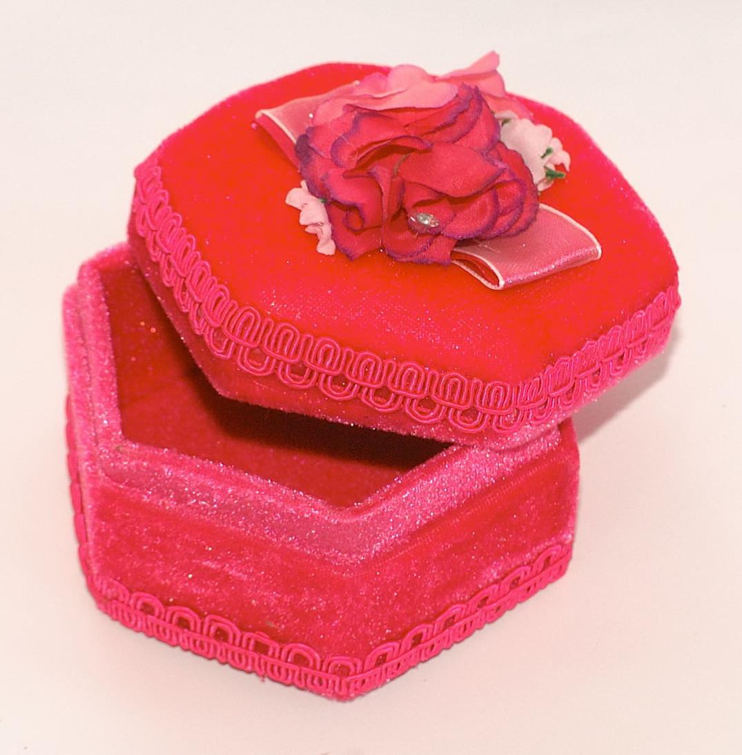 Скринька для дрібниць з трояндочками
