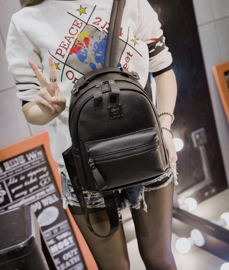 Аккуратный вместительный рюкзак для девушек
