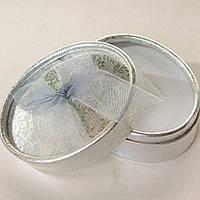 """Подарочный овальный футляр для упаковки украшений. Цвет серебро с тисненим """"цветы"""""""