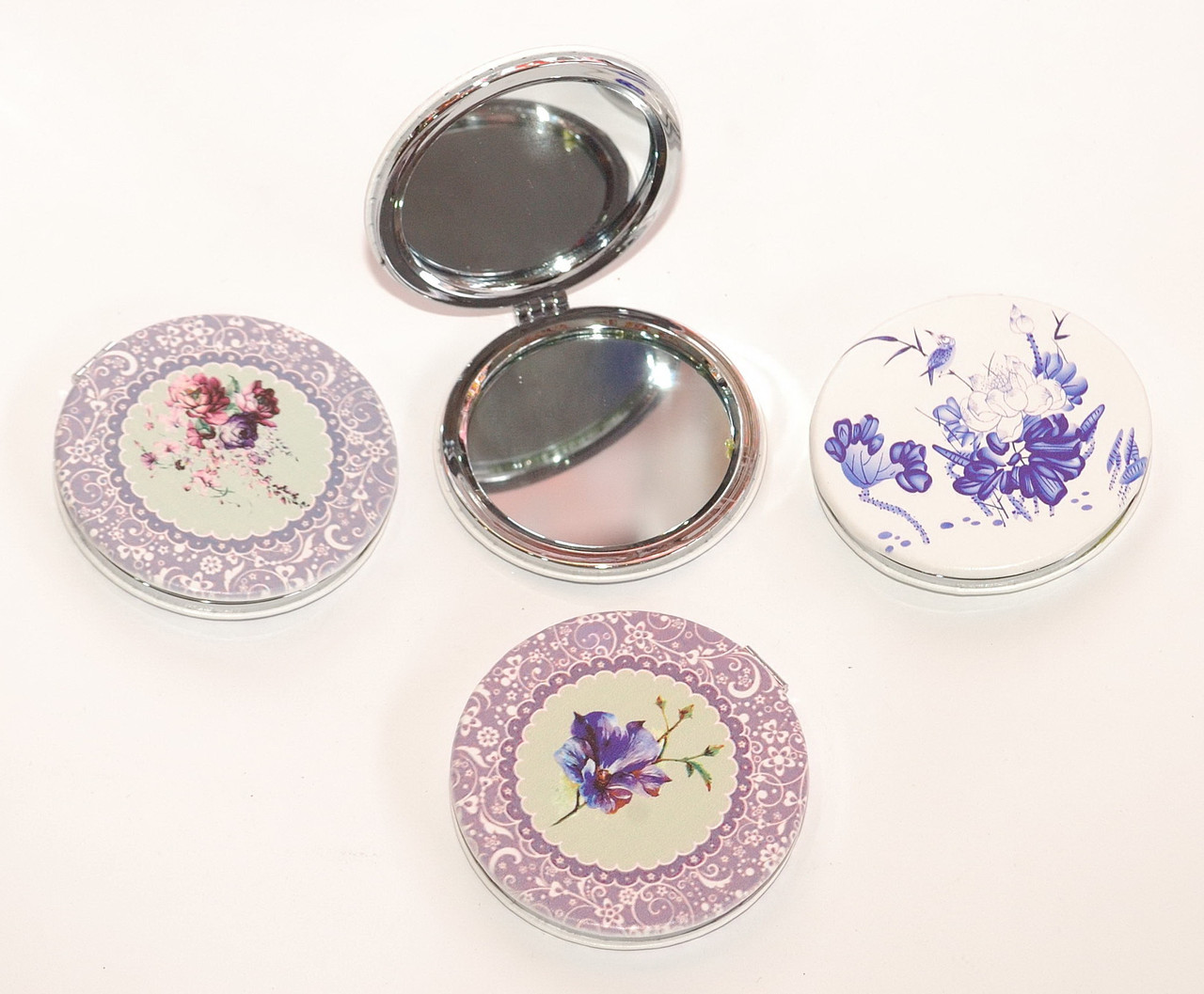 Косметическое складное зеркальце с цветами и орнаментом