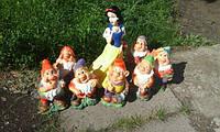 Садовые фигуры Белоснежка и семь гномов