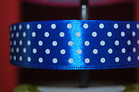 Лента атлас в горох синий 25 мм.