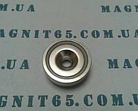 Магнит в корпусе с отверстием под шуруп с потаем  А20