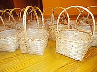 Плетеное лукошко из лозы
