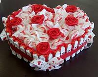"""Композиция """"С любовью!"""" из конфет Рафаэлло и шоколада, цвет красный и белый"""