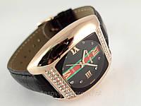 Часы женские Alberto Kavalli золотой цвет и черный ремешок, украшены кристаллами