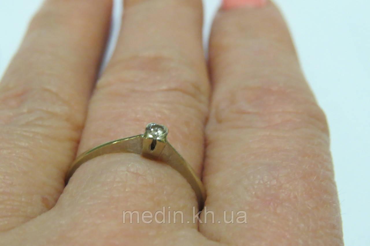 6e436d52a710 ... Золотое кольцо 585 пробы. Размер 18,4. Вставка бриллиант 0,10 карат ...