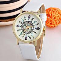 Женские часы Geneva. Белый ремешок