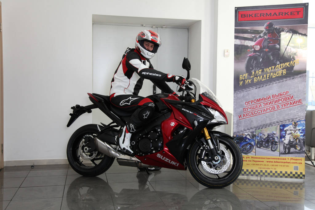 Комплект мотоэкипировки для спортбайка Alpinestars и шлем Shoei Gt-Air 6
