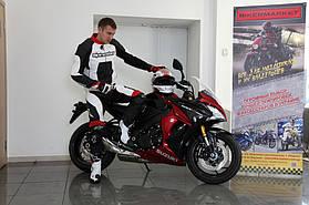 Комплект мотоэкипировки для спортбайка Alpinestars и шлем Shoei Gt-Air 8