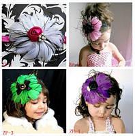 Новая шапочка, шляпка повязка из перьев для девочки к платью
