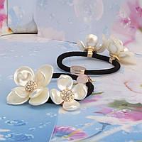 Резинка для волос с цветами цвета жемчуга