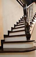 Маршевая деревянная лестница прямая с пригласительной ступенью, фото 1