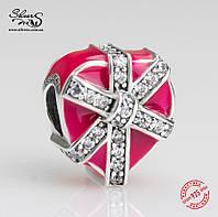 """Серебряная подвеска-шарм Пандора (Pandora) """"Подарок с любовью"""" для браслета"""