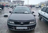 Дефлектор капота (мухобойка) Mitsubishi Carisma 2000-2005, на крепежах