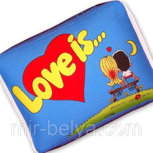 Подушка Love is подарочные подушки любовь жвачки 01