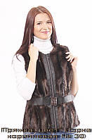 Женский жилет из эко-меха Пряжка, цвет: Норка коричневая № 30