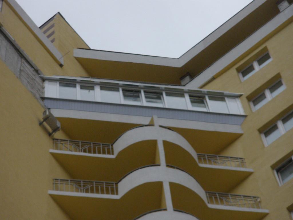 Остекление балкона нестандартной формы 1