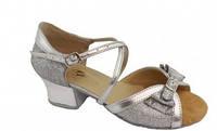 Туфли танцевальные для девочки на блок-каблуке цвет в ассортименте.