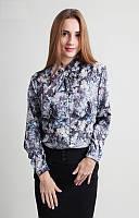 Модная блузка серого цвета с цветочным принтом и бантом