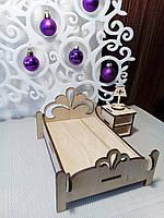 Кровать для кукольного домика