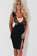 Роскошное платье с ажуром на лифе и разрезом на юбке