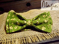 Бабочка ярко-зеленая с цветочным принтом Классик2