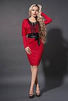 Стильное красное платье с кружевом и поясом из эко кожи