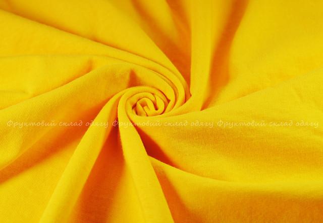 Солнечно-жёлтая мужская лёгкая футболка