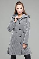 Стильное демисезонное пальто полуприталенного силуэта из шерсти