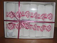 Белые кухонные полотенца с вышитыми кошками в розовом цвете